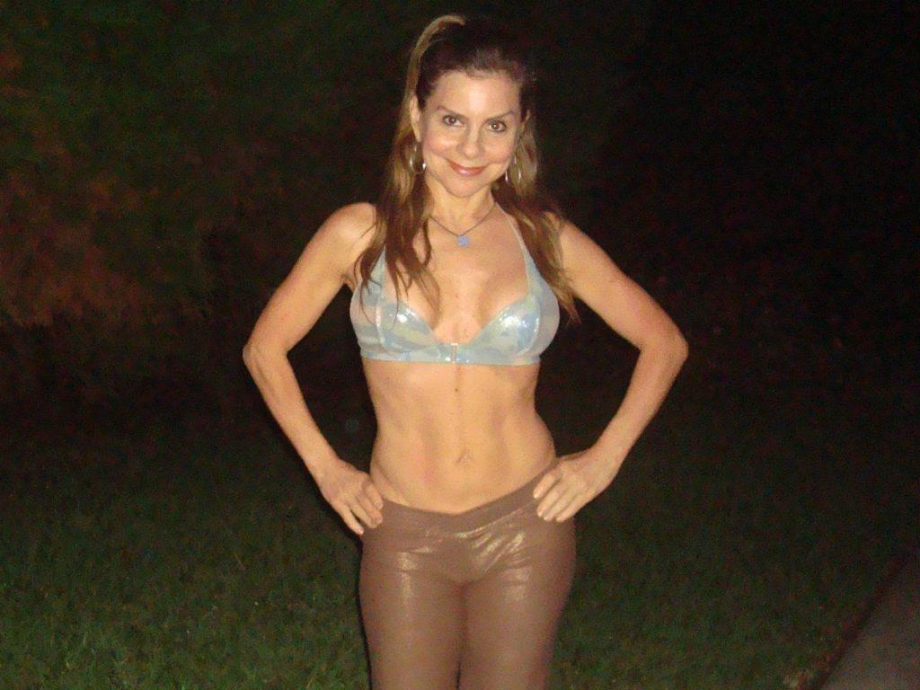 yoga grass abs confidence